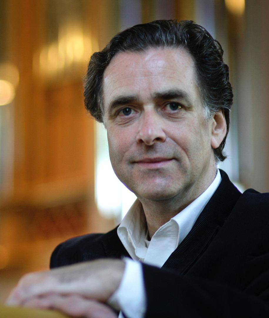 Ben van Oostenorganiste titulaire de la « Grote Kerk» de La Haye et professeur d'orgue au Conservatoire de Rotterdam